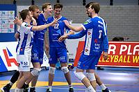 GRONINGEN - Volleybal, Abiant Lycurgus - Dynamo Apeldoorn, Alfa College , Eredivisie , seizoen 2017-2018, 26-11-2017 Lycurgus viert de overwinning met 3-2