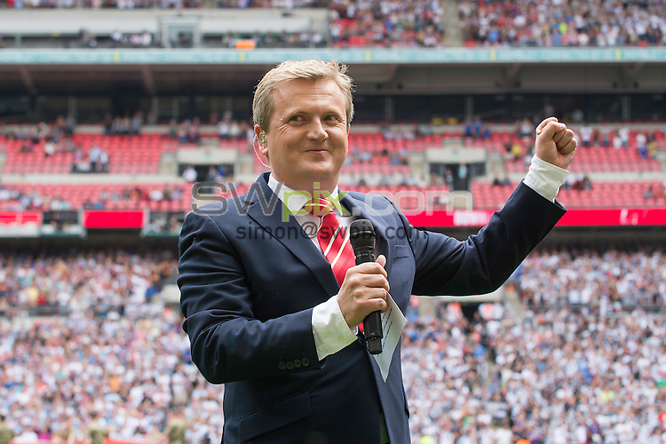 Picture by Allan McKenzie/SWpix.com - 27/08/2016 - Rugby League - Ladbrokes Challenge Cup Final - Hull FC v Warrington Wolves - Wembley Stadium, London, England - Aled Jones sings with the choir at the Ladbrokes Challenge Cup Final.