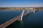 Aerea do Lago Paranoa e Ponte Juscelino Kubitschek em Brasilia. Distrito Federal. 2013. Foto de Ubirajara Machado.