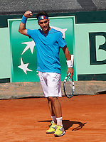 Italy's Fabio Fognini celebrates  during   Davis Cup quarter-final tennis match against Britain's Andy Murray in Naples April 6, 2014.