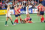 The Hague, Netherlands, June 10: Paige Selenski #21 of USA knees on the hitch after being injured during the field hockey group match (Women - Group B) between USA and South Africa on June 10, 2014 during the World Cup 2014 at GreenFields Stadium in The Hague, Netherlands. Final score 4-2 (1-0) (Photo by Dirk Markgraf / www.265-images.com) *** Local caption *** Katie O'Donnell #16 of USA, Michelle Vittese #9 of USA, Paige Selenski #21 of USA, Emily Wold #13 of USA