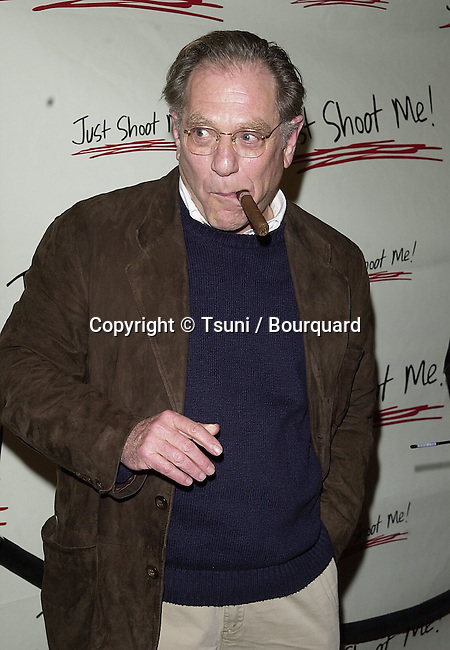 "George Segal arriving at the party for the 100th episode of "" Just Shot Me "" at the Sunset Room in Los Angeles  3/5/01   © Tsuni          -            SegalGeorge09.jpg"