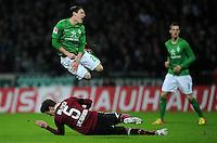 FUSSBALL   1. BUNDESLIGA   SAISON 2011/2012   23. SPIELTAG SV Werder Bremen - 1. FC Nuernberg                   25.02.2012 Hanno Balitsch (lam Boden,  1. FC Nuernberg) gegen Zlatko Junuzovic (SV Werder Bremen)