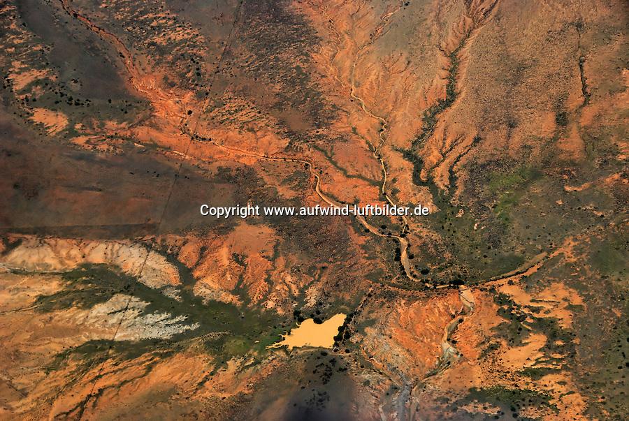 Karoo: AFRIKA, SUEDAFRIKA, ORANGE FREE STATE, GARIEPDAM, 19.12.2007: Landschaft in der Halbwueste Karoo, zentralen Hochebene des Landes Suedafrika, Highveld, Klein Karoo, Gross Karoo und Ober Karoo. Klima arid, trocken, im Luv der Berge, kaum Niederschlaege. Bewohner sind die San die dem Land den Namen Kuru geben, trocken ist die Bedeutung , Afrika, Suedafrika, Orange Free, State, Gariepdam, Wueste, Landschaft, Natur, Hochebene, Halbwueste, Wuestenlandschaft, Berg, Berge, Berglandschaft, Huegel, Huegellandschaft, Gebirge, trocken, Karoo, Struktur, Luftbild, Draufsicht, Luftaufnahme, Luftansicht, Luftblick, Flugaufnahme, Flugbild, Vogelperspektive # , shape, structure, texture, mound, hill, hillock, desert landscape, air opinion, Flugbild, Luftblick, ow_visum, mountain, Orange Free, semiarid land, top view, plan, Berglandschaft, Flugaufnahme, plateau, Gariepdam, bird 's-eye view, mountains, mountain range, shale, nature, Huegellandschaft, landscape, scene, scenery, desert, aerial photograph, africa, aridly, deadpan, drily, dry, dryly, south africa, air photo # # , shape, structure, texture, mound, hill, hillock, desert landscape, air opinion, Flugbild, Luftblick, ow_visum, mountain, Orange Free, semiarid land, top view, plan, Berglandschaft, Flugaufnahme, plateau, Gariepdam, bird 's-eye view, mountains, mountain range, shale, nature, Huegellandschaft, landscape, scene, scenery, desert, aerial photograph, africa, aridly, deadpan, drily, dry, dryly, south africa, air photo #  Aufwind-Luftbilder