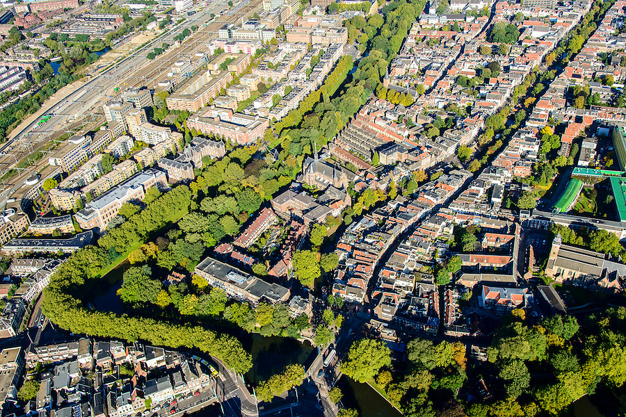 Nederland, Utrecht, Gemeente Utrecht, 30-09-2015; Zuidelijk deel van de binnenstad. Catharijnesingel met Sterrenburg. Oudegracht en Twijnstraat<br /> Southern part of downtown Utrecht city centre.<br /> luchtfoto (toeslag op standard tarieven);<br /> aerial photo (additional fee required);<br /> copyright foto/photo Siebe Swart