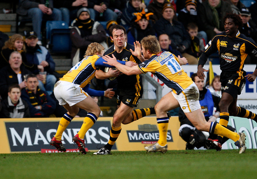 Photo: Richard Lane..London Wasps v Leeds Carnegie. Guinness Premiership. 05/01/2008..Wasps' Fraser Waters is tackled by Leeds' Tom Biggs and Rob Vickerman.