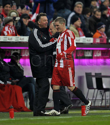 27 11 2010  FC Bayern Munich Eintracht Frankfurt in the Alliance Arena Munich team manager Louis van Gaal Munich subs Bastian Schweinsteiger right Munich