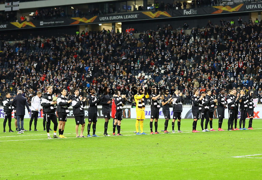 Siegesjubel Eintracht Frankfurt nach dem 4:1 gegen RB Leipzig - 20.02.2020: Eintracht Frankfurt vs. RB Salzburg, UEFA Europa League, Hinspiel Round of 32, Commerzbank Arena DISCLAIMER: DFL regulations prohibit any use of photographs as image sequences and/or quasi-video.