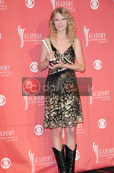 Taylor Swift<br />in the press room at the 44th Annual Academy of Country Music Awards. MGM Grand Garden Arena, Las Vegas, NV. 04-05-09<br />Dave Edwards/DailyCeleb.com 818-249-4998
