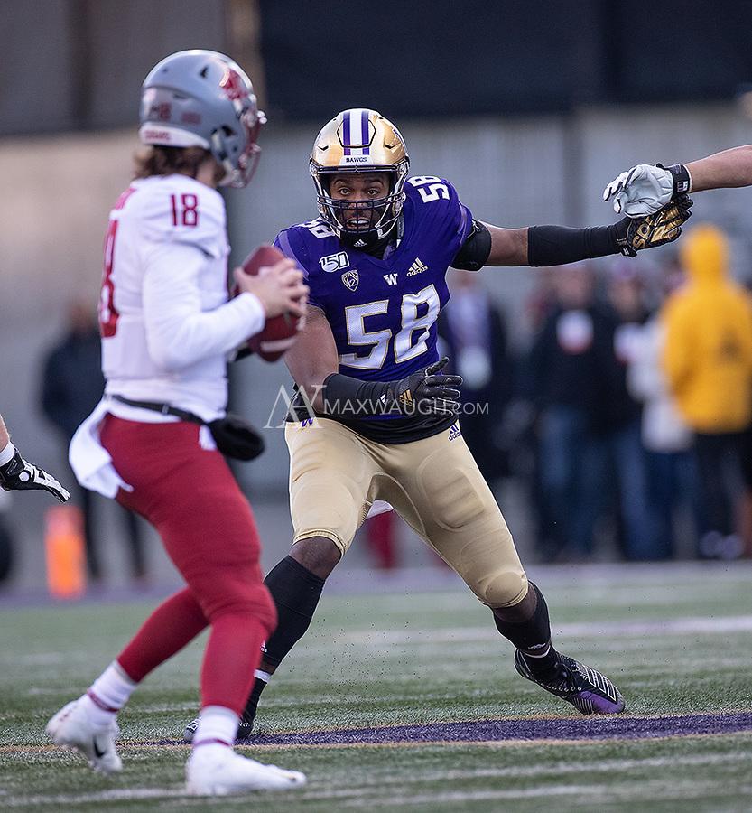 Zion Tupuola-Fetui tries to find a way to the quarterback.