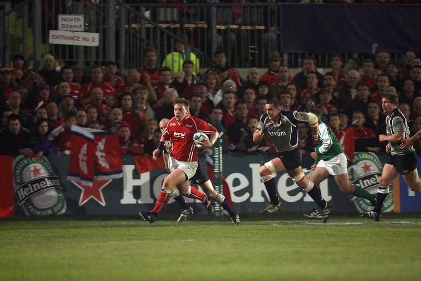 Photo: Rich Eaton...Llanelli Scarlets v Munster Rugby. Heineken Cup. 30/03/2007. Matthew Rees, the Scarlets hooker attacks.