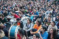 ATENCAO EDITOR FOTO EMBARGADA PARA VEICULO INTERNACIONAL - BUENOS AIRES, ARGENTINA, 27 SETEMBRO 2012 - PROTESTO ESTUDANTES BUENOS AIRES - Estudantes marcham em Buenos Aires exigindo a participação nas reformas educacionais do governo Mauricio Macri é de execução. No momento, 34 escolas permanecem ocupadas por estudantes em protesto às reformas, enquanto o governo afirma estar aberto a uma negociação com a condição de que os alunos deixam a ocupação. FOTO: PATRICIO MURPHY - BRAZIL PHOTO PRESS.