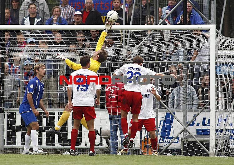 RLN 2007/2008 6. Spieltag Hinrunde<br /> BSV Kickers Emden - Wuppertaler SV Borussia<br /> <br /> Wuppertals Keeper Christian Maly verhindert Tor der Emdener<br /> <br /> Foto &copy; nph (  nordphoto  )<br /> <br /> <br /> <br />  *** Local Caption ***