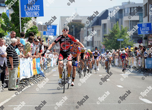2011-06-05 / Wielrennen / seizoen 2011 / Nieuwelingen in Bonheiden / Winnaar Enzo Wouters ..Foto: Mpics