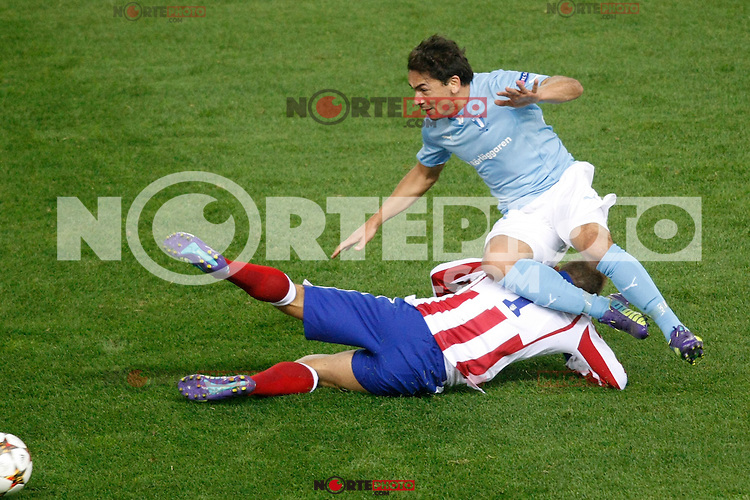 Atletico de Madrid´s Griezmann (L) and Malmo´s Ricardinho during Champions League soccer match between Atletico de Madrid and Malmo at Vicente Calderon stadium in Madrid, Spain. October 22, 2014. (ALTERPHOTOS/Victor Blanco)
