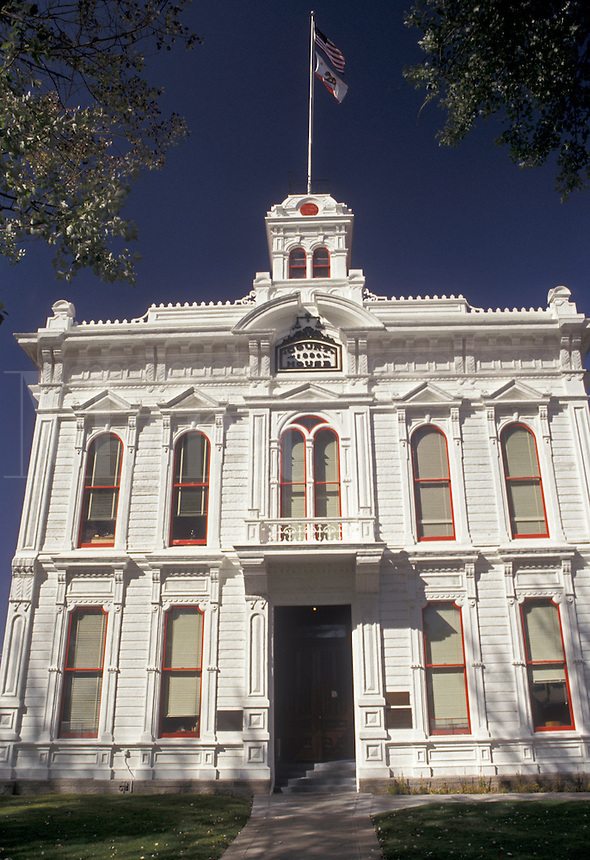 AJ3794, Bridgeport, California, Courthouse in Bridgeport in the foothills of the Sierra Nevada in the state of California.