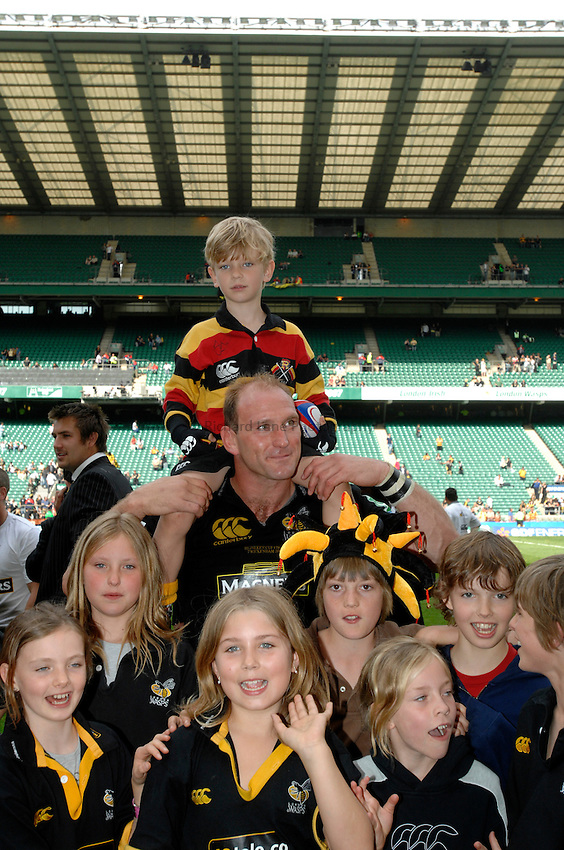Photo: Richard Lane..London Wasps v Leicester Tigers. Heineken Cup Final. 20/05/2007..Lawrence Dallaglio (C) of Wasps celebrates with a group of kids.