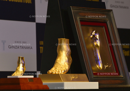 "March 6, 2013, Tokyo, Japan - ""The Golden Foot,""  a 25-karat gold object cast from the mold of the left foot of four-time FIFA Ballon d'Or winner Lionel Messi of FC Barcelona, and its scale replica are shown at a sneak preview in Tokyo on Wednesday, March 6, 2013. The golden foot is on sale for U.S. $5,217,226 at Tokyo's jewelry store ""Ginza Tanaka."" At right is the 24-karat foot print of Messi worth U.S$93,905. (Photo by Natsuki Sakai/AFLO)"