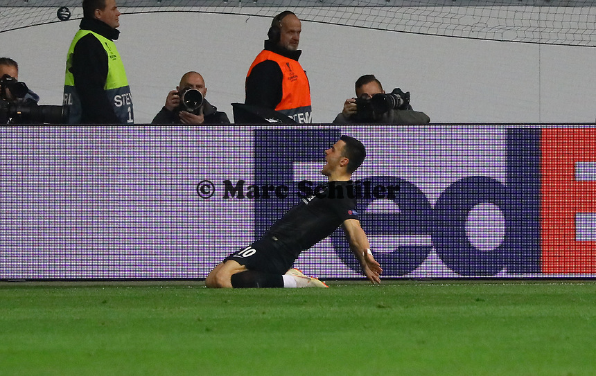 celebrate the goal, Torjubel zum 1:0 von Filip Kostic (Eintracht Frankfurt) - 25.10.2018: Eintracht Frankfurt vs. Apollon Limassol FC, Commerzbank Arena, Europa League 3. Spieltag, DISCLAIMER: DFL regulations prohibit any use of photographs as image sequences and/or quasi-video.