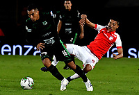BOGOTÁ-COLOMBIA, 20–04-2019: Jhon Velásquez de Independiente Santa Fe y Christian Rivera de Deportivo Cali disputan el balón, durante partido de la fecha 17 entre Independiente Santa Fe y Deportivo Cali, por la Liga Águila I 2019, jugado en el estadio Nemesio Camacho El Campín de la ciudad de Bogotá. / Jhon Velasquez de of Independiente Santa Fe and Christian Rivera of Deportivo Cali vies for the ball, during a match of the 17th date between Independiente Santa Fe and Deportivo Cali, for the Aguila Leguaje I 2019 played at the Nemesio Camacho El Campin Stadium in Bogota city, Photo: VizzorImage / Luis Ramírez / Staff.