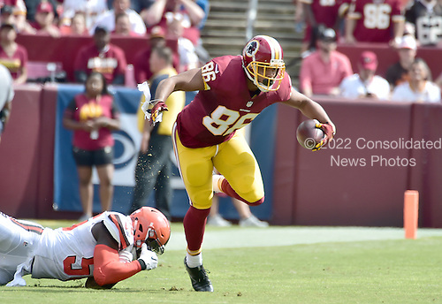 Washington Redskins tight end Jordan Reed (86) eludes an attempted tackle by Cleveland Browns inside linebacker Demario Davis (56) in first quarter action against the Washington Redskins at FedEx Field in Landover, Maryland on October 2, 2016.  The Redskins won the game 31 - 20.<br /> Credit: Ron Sachs / CNP