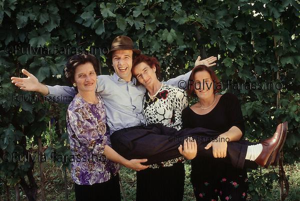 Roberto Benigni con le sorelle, Roberto Benigni with his sisters