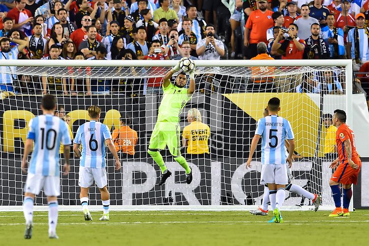 East Rutherford, NJ - Sunday June 26, 2016: Sergio Romero during a Copa America Centenario finals match between Argentina (ARG) and Chile (CHI) at MetLife Stadium.