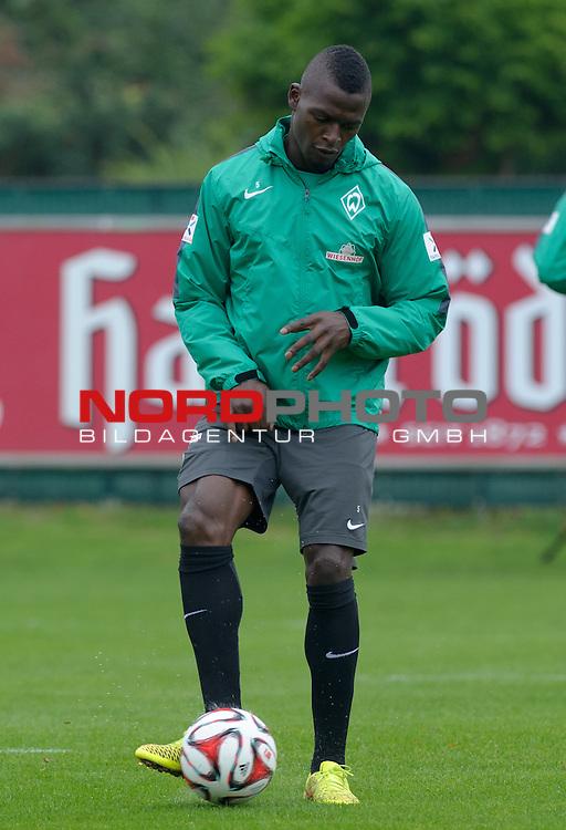 26.09.2014, Trainingsgelaende, Bremen, GER, 1.FBL, Training Werder Bremen, im Bild Assani Lukimya (Bremen #5)<br /> <br /> Foto &copy; nordphoto / Frisch