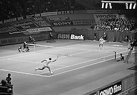 1975, ABN Tennis Tournament, Arthur Ashe (USA)background vs Stan Smith (USA)