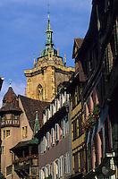 Europe/France/Alsace/68/Haut-Rhin/Colmar : Rue des marchands, maison Pfister et clocher du collégiale Saint-Martin