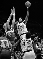 Warriors Jerome Whitehead shoots over Tom McMullen of the Washington Bullets. (1985 photo/Ron Riesterer)