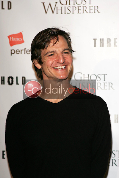 William Mapother<br /> At the CBS &quot;Ghost Whisperer&quot; and &quot;Threshold&quot; premiere screening, Hollywood Forever Cemetery, Hollywood, CA 09-09-05<br /> David Edwards/DailyCeleb.Com 818-249-4998