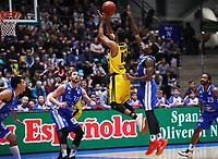 Adika Peter-McNeilly(MHP Riesen Ludwigsburg) setzt sich durch - 04.02.2018: Fraport Skyliners vs. MHP Riesen Ludwigsburg, Fraport Arena Frankfurt