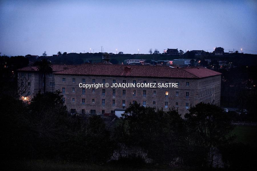 Vista al atardecer de el Seminario de Corban en  las afueras de Santander