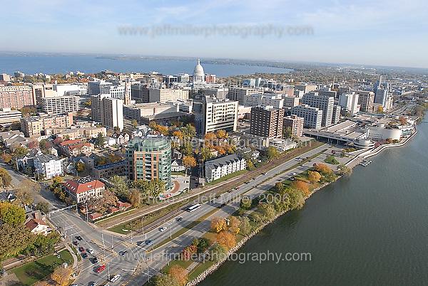 aerial 17-35.Photo © Jeff Miller 2006 - all rights reserved.www.jeffmillerphotography.com  ?  608-250-2374.Date: 10/06    File#:   D200 digital camera frame 0983