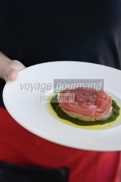"Asie/Israel/Tel-Aviv-Jaffa: Sashimi de thon sur son lit d'oignons, sauce céleri, recette d'Aviv Moshe chef du Restaurant ""Messa"" Rehov Ha'arba'a 19 Millénium Towers"