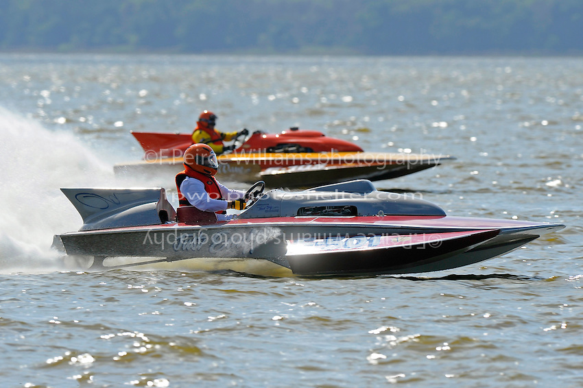 "E-501 ""Just Enuff"", (280 class hydroplane) and Dick Whyte, E-105 ""Shockwave"" (1972 Lauterbach/Blide 280 class hydroplane)"