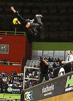 ATENCÃO EDITOR: FOTO EMBARGADA PARA VEICULO INTERNACIONAL - SÃO PAULO, SP, 30 SETEMBRO 2012 -  PRO RAD JUMP FESTIVAL - Final Skate Vertical Professional do Pro Rad Jump Festival Que teve o skater Edgar Pereira (foto) como quinto colocado, o festival aconteceu no Ginásio do Ibirapuera no Ibirapuera na zona sul da capital paulista nesse domingo,30. (FOTO: LEVY RIBEIRO / BRAZIL PHOTO PRESS)