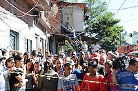 SAO PAULO, SP 07 de julho 2013- Rescaldo do incendio de grandes proporções destrui cerca de 40 moradias e desalojou cerca de 250 famílias da Comunidade da Ilha, na Av Almirante Delamari no Heliópolis, zona sul de São Paulo, na madrugada deste domingo (7)_  ADRIANO LIMA / BRAZIL PHOTO PRESS).