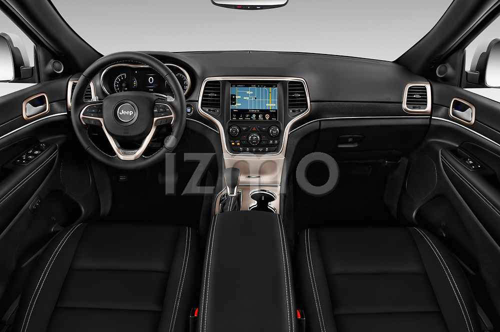 Stock photo of straight dashboard view of a 2018 Jeep Grand-Cherokee Limited 5 Door SUV