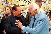 Il leader del Popolo della Liberta' Silvio Berlusconi stringe la mano al leader radicale Marco Pannella, destra, dopo aver firmato e proposte dei referendum sulla giustizia e sui diritti umani e civili in un gazebo dei Radicali a Roma, 31 agosto 2013.<br /> Italian former Premier Silvio Berlusconi, shakes hands with Radical leader Marco Pannella, right, after signing for Radical Party referendum proposal on justice and human and civil rights in Rome, 31 August 2013.<br /> UPDATE IMAGES PRESS/Riccardo De Luca