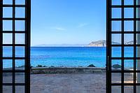 Le domaine du Rayol en f&eacute;vrier : vue sur la mer depuis la maison de la plage.<br /> <br /> (mention obligatoire du nom du jardin &amp; pas d'usage publicitaire sans autorisation pr&eacute;alable)