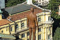 RIO DE JANEIRO, RJ, 31 JULHO 2012 - EXPOSICAO CORPOS PRESENTES-A exposicao Corpos Presentes tera inicio no Centro Cultural Banco do Brasil dia 07 de Agosto e instaçlacoes de corpos nus ja podem ser vistas no alto de alguns edificios como esse da Rua 13 de maio, 13 onde situava o Bola Preta na Cinelandia,nesta terca-feira, dia 31, no centro do rio.(FOTO:MARCELO FONSECA / BRAZIL PHOTO PRESS).