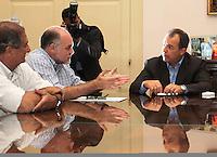 RIO DE JANEIRO, RJ, 02 SETEMBRO 2013 - GOVERNADOR SERGIO CABRAL RECEBE DIRIGENTES DE CLUBES -  O Governador Sergio Cabral se reuniu com o presidente do Botafogo Mauricio Assumpção para dialogar sobre o modelo de gestão do Complexo Esportivo Maracanã, no Palácio Guanabara nessa segunda 02  . (FOTO: LEVY RIBEIRO / BRAZIL PHOTO PRESS)