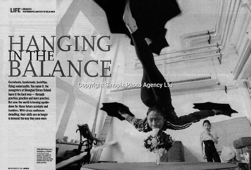 Shanghai Acrobats for Asiaweek © Sinopix / S.Q. Lai