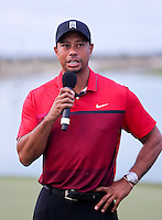 151206 Tiger Woods speaks to the Gallery on the18th green at the conclusion of Sunday's Final Round of the Hero World Challenge at The Albany Golf Club, in New Providence, Nassau, Bahamas.(photo credit : kenneth e. dennis/kendennisphoto.com)
