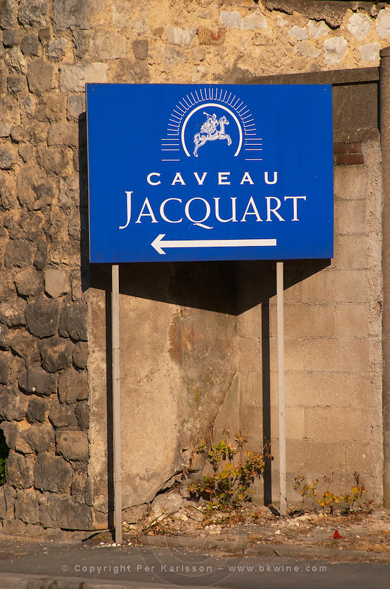 Sign with an arrow indicating the entrance to the winery Jacquart, Reims, Champagne, Marne, Ardennes, France