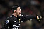 Nederland, Eindhoven, 31 maart 2012.Eredivisie.Seizoen 2011-2012.PSV-VVV 2-0.Dennis Gentenaar keeper van VVV geeft aanwijzingen