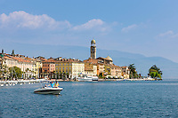 Italy, Lombardia, Lake Garda, Salo: biggest town on the West Bank of Lake Garda with cathedral Santa Maria Annunziata | Italien, Lombardei, Gardasee, Salo: groesste Stadt am Westufer des Gardasees mit dem Dom Santa Maria Annunziata
