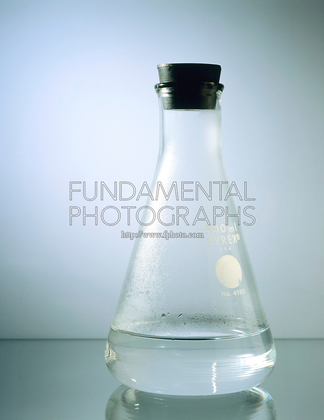 WATER IN STOPPERED FLASK SHOWS DYNAMIC EQUILIBRIUM<br />